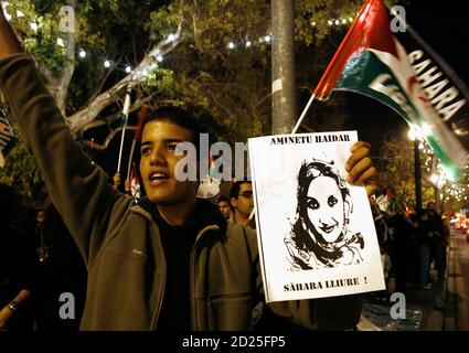 A demonstrator holds a picture of Western Sahara independence campaigner Aminatou Haidar during a protest in Valencia December 10, 2009. Haidar started a hunger strike 23 days ago in protest at being expelled from her desert homeland. She has been at Lanzarote airport in the Canary Islands refusing food ever since Moroccan authorities put her back on a plane when she returned home to Laayoune after a trip to New York. REUTERS/Heino Kalis (SPAIN CONFLICT POLITICS)