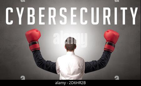 Vue arrière d'un homme d'affaires avec inscription CYBERSÉCURITÉ, concept de cybersécurité