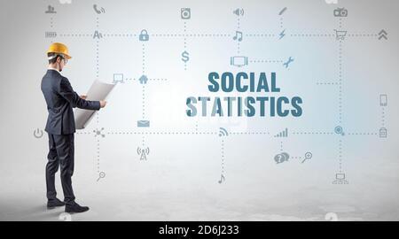 Ingénieur travaillant sur une nouvelle plate-forme de médias sociaux avec SOCIAL CONCEPT D'inscription STATISTIQUE