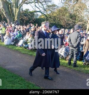 Lady Sarah Chatto et Daniel St George Chatto reviennent de l'église le jour de Noël 2019 sur le domaine de Sandringham à Norfolk, Royaume-Uni