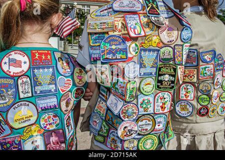 Florida Miami Beach Washington Avenue Veterans' Day Parade, fille scout scouts membre patches uniforme, Banque D'Images