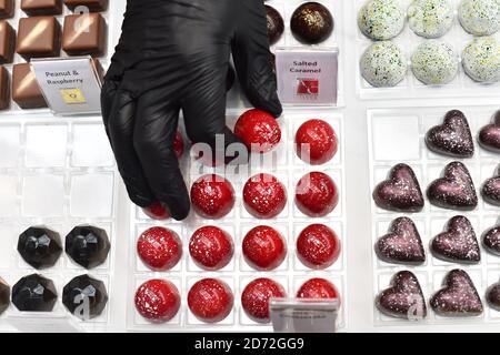 Chocolats à vendre au Chocolate Show, à l'Olympia de Kensington, Londres. Date de la photo: Vendredi 13 octobre 2017. Le crédit photo devrait se lire: Matt Crossick/ EMPICS Entertainment.