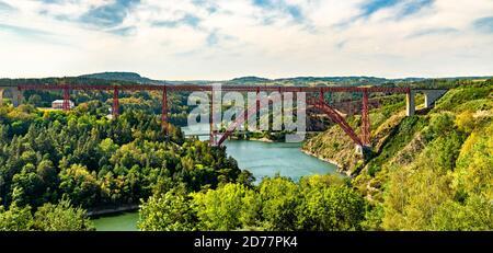 Viaduc de Garabit, un pont ferroviaire à travers la Truyere en France