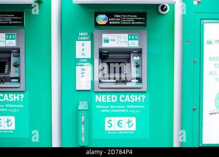ISTANBUL - DEC 28: Distributeurs automatiques de billets dans une rue d'Istanbul le 28 décembre. 2019 en Turquie