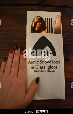 Arctic Snow hôtel le plus grand des pays nordiques neige fait chaque année. Il dispose de 30 chambres d'hôtes restaurant glace capacité 150 personnes une chapelle et un bar