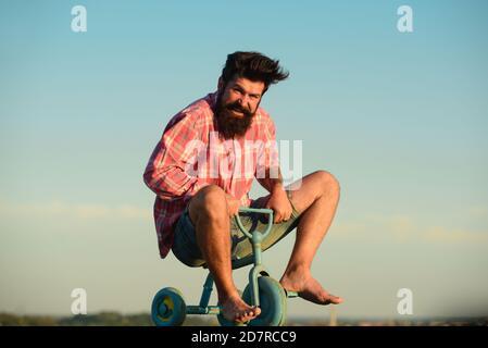 Drôle de fou cycliste de vélo.