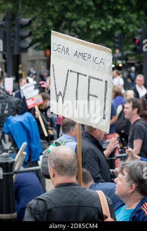 Londres, Royaume-Uni, 4 juin 2019 :- des manifestants se réunissent à Trafalgar Sqaure pour protester contre la visite d'État au Royaume-Uni du président américain Donald Trump
