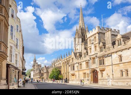 Entrée à l'université d'Oxford à l'Old Souls College Oxford et à la tour De l'église universitaire de St Mary la Vierge Oxfordshire Angleterre Royaume-Uni GB Europe Banque D'Images