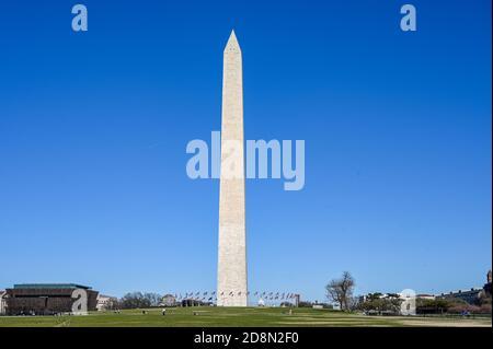 Monument de Washington vu de National Mall au printemps 2019. À 169 mètres, c'était le plus haut bâtiment du monde jusqu'à la tour Eiffel.