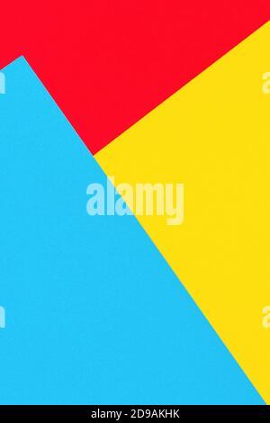 Jaune abstrait, rouge et bleu clair papier géométrie composition bannière arrière-plan