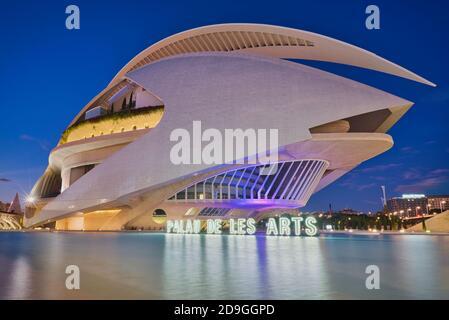 Photo du Palau de les Arts de Valence à heure bleue