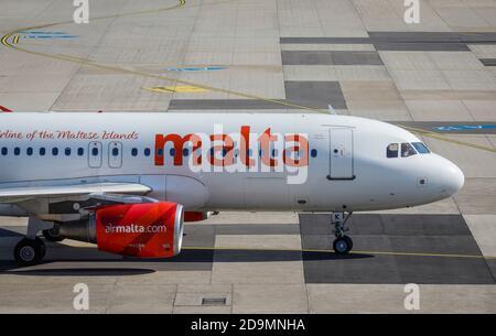 Düsseldorf, Rhénanie-du-Nord-Westphalie, Allemagne, avion d'Air Malta a atterri, aéroport international de Düsseldorf, DUS.