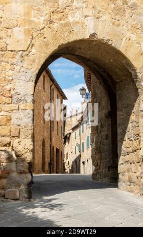 Rue de la vieille ville de San quirico d'Orcia, province de Sienne, Italie