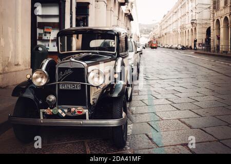 Turin, Italie - 25 juillet 2020: Fiat Balilla classique, très ancienne voiture italienne à partir de 1930 garée le 25 2020 juillet dans les rues baroques de Turin (Italie), hom