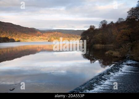 Weir à la sortie du lac Grasmere, dans le district du lac English
