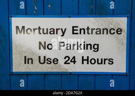 Ascot, Berkshire, Royaume-Uni. 10 novembre 2020. Un panneau sur la morgue à l'hôpital Heatherwood. Le nombre de décès de Covid-19 dans le Berkshire continue malheureusement d'augmenter après la deuxième pointe. Crédit : Maureen McLean/Alay Live News