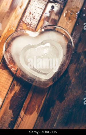 Trois coeurs sur fond marron coeur glacé