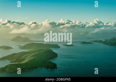 Îles Vierges britanniques, vue de l'avion sur les îles et la mer des caraïbes