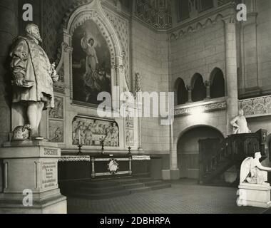 'La photographie montre l'autel dans l'église Zwingli à Berlin-Friedrichshain en 1933. Sur la gauche se trouve une statue de l'électeur Joachim II avec la devise: ''le premier prince protestant / et fondateur de la réforme / dans la marque / Brandebourg. / devise: / c'est vraiment princier / faire le bien à tous'. Sur la droite se trouve une statue du roi de Suède Gustav Adolf.' Banque D'Images