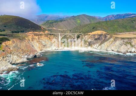 Pont Bixby sur la Pacific Coast Highway (autoroute 1) près de Big sur, Californie, États-Unis.
