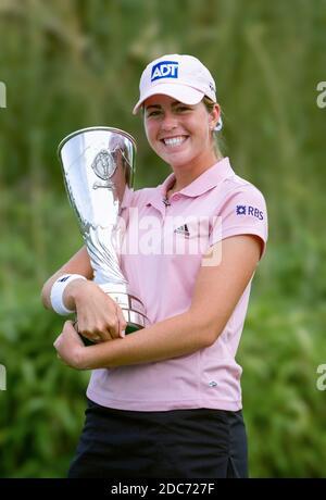 Paula Creamer des Etats-Unis avec le trophée Evian Masters vainqueur - Evian Masters 2005, du 20 au 23 juillet. Evian Masters Golf Club, Evian-les-bains, Rhône-Alpes,