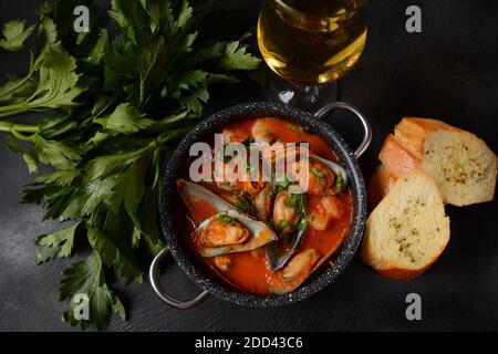 Soupe de fruits de mer français bouillabaisse/ragoût de poisson Banque D'Images