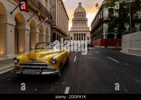 La Havane, Cuba-20 février 2020: Bâtiment du Capitole national ( El Capitolio ) à la Havane. Ce bâtiment est l'un des symboles de la ville et aussi le plus visible