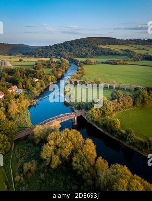 Monmouth Viaduc un vieux pont de viaduc ferroviaire abandonné traversant la rivière Wye dans le Monbucshire pays de Galles.