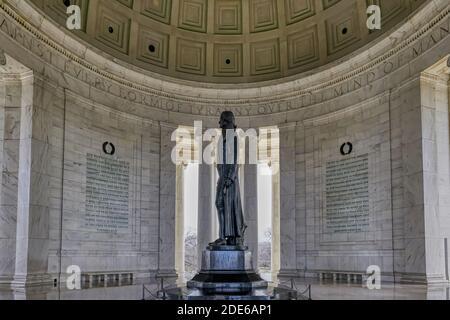 Thomas Jefferson Memorial avec des citations gravées sur les murs de marbre environnants, Washington, États-Unis