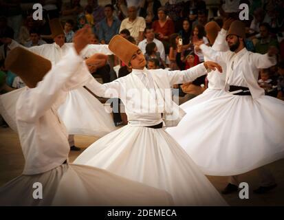 """Konya, province de Konya, Turquie. Derviches tourbillonnants. L'UNESCO a proclamé la """"cérémonie de Mevlevi Sema"""" de Turquie (vue ici) parmi les chefs-d'œuvre de"""