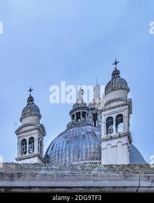 Vue extérieure du bâtiment antique de l'église, Venise, Italie