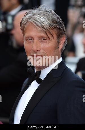Mads Mikkelsen participant à la première aimante, qui s'est tenue au Palais de Festival. Partie du 69e Festival de Cannes en France.