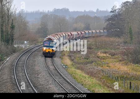 GV du village de Kintbury, près de Hungerford, Berkshire - ligne de train, mercredi 2 décembre 2020.