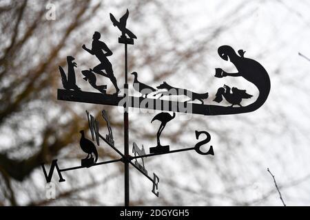 GV du village de Kintbury, près de Hungerford, Berkshire - Weathervane inhabituel, mercredi 2 décembre 2020.