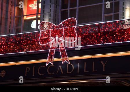 Les lumières de Noël de Birmingham sont allumées pour la prochaine saison de fête à New Street et Victoria Square, le jeudi 12 novembre 2020.
