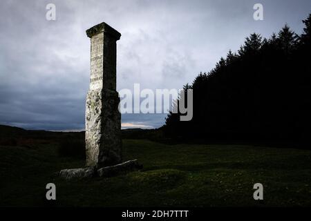 Un monument en dessous de la showery Tor et Rough Tor sur Bodmin Moor, dit pour marquer l'endroit où Charlotte Dymond a été assassinée en 1844.jeudi 12 novembre 2020.