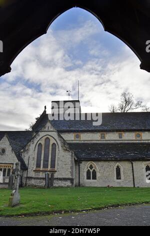 GV of St. Michael's Church, Church Street, Betchworth, présenté dans four Weddings and a Funeral, jeudi 12 novembre 2020.