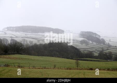 La photo est une scène neigeuse dans les Yorkshire Dales au-dessus de la montagne. Météo neige hiver neige neige neige neige neige neige neige