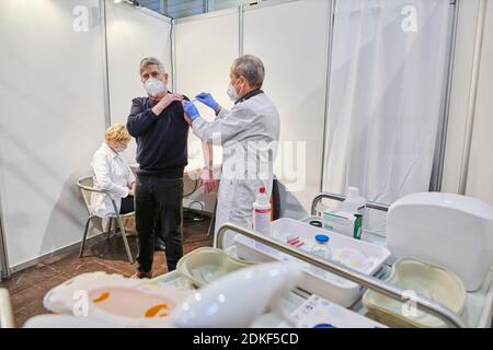 Covid19 Impfzentrum der Stadt Essen in einer Messehalle eingerichtet mit Beteilingung verschiedenster Hilfsorganizationen