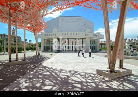 Le Théâtre national octogonal de Nice (1989) par Yves Bayard Du Musée d'Art moderne MAMAC sur la Promenade des Arts Nice Alpes-Maritimes France Banque D'Images