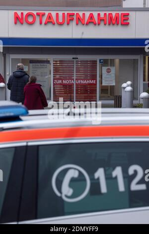 Suhl, Germany. 17th Dec, 2020. people go to the emergency room at SRH Zentralklinikum Suhl. The hospital currently has 24 intensive care beds, 15 of which are occupied by Covid 19 patients. Credit: Michael Reichel/dpa-Zentralbild/dpa/Alamy Live News