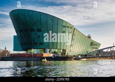 Photo du musée de la Science Nemo à Amsterdam La rivière IJ