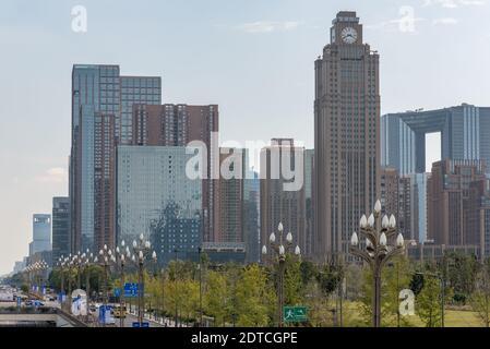 Chengdu, province du Sichuan, Chine - Sept 21, 2018: Chengdu Tianfu avenue avec toits de gratte-ciel du sud Banque D'Images