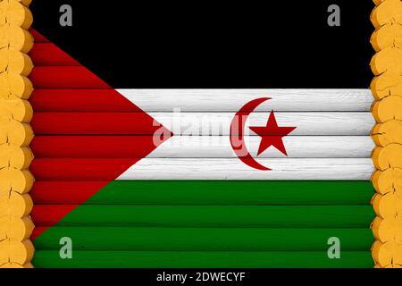Drapeau national du Sahara occidental sur fond de mur en bois. Le concept de fierté nationale et un symbole du pays. Drapeaux peints sur une maison Banque D'Images