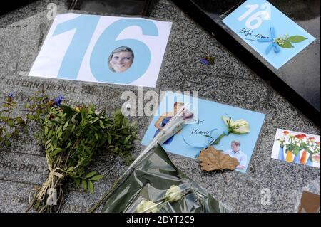 Vue de la flamme de la liberté, devenue un mémorial officieux de la princesse Diana, est photographiée avant le 16e anniversaire de sa mort, près du site de l'accident de voiture dans le tunnel du Pont de l'Alma, à Paris, en France, le 29 août 2013. Photo de Mousse/ABACAPRESS.COM