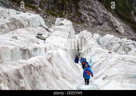 Touristes randonnée sur le glacier François-Joseph, Nouvelle-Zélande