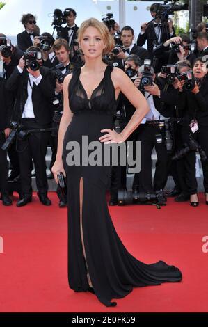 Virginie Efira arrive à la première de 'Mud' au 65e festival de Cannes, dans le sud de la France, le 26 mai 2012. Photo d'Aurore Marechal/ABACAPRESS.COM