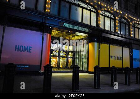 Londres, Royaume-Uni. 2 janvier 2021. Harrods à Knightsbridge fermé. Londres Samedi nuit sous le niveau 4 crédit: JOHNNY ARMSTEAD/Alamy Live News