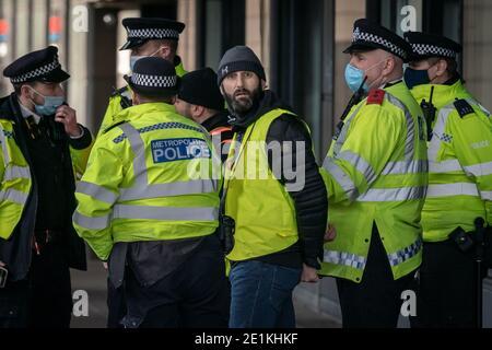 Coronavirus : des arrestations sont effectuées au cours d'une tentative de manifestation anti-verrouillage sur la place du Parlement, à Londres, contre les restrictions actuelles en matière de lock-down.