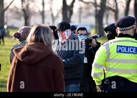 Clapham Common, Londres, Royaume-Uni. 9 janvier 2021. Pandémie de coronavirus : confinement 3. Des manifestants anti-blocage à Clapham Common. Crédit : Matthew Chattle/Alay Live News